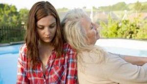 взрослая женщина и ее мать