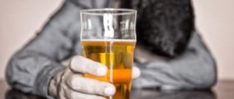 По какой причине мужчина пьет