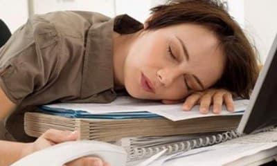 Девушка вечно пишет что хочет спать