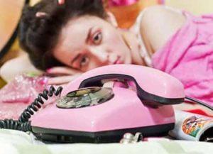 Напрасно она ждет звонка