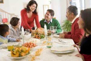 Как хорошо собраться всей семьей за праздничным столом