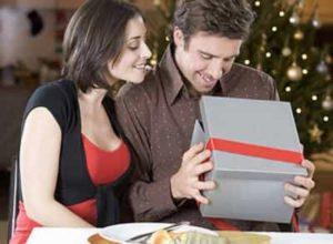 Для мужа подарок в большой коробке