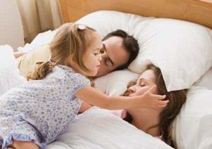 дочка не дает спать родителям