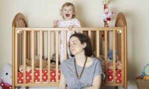 мама устала от капризов ребенка