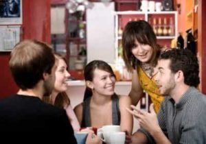 приятная беседа в компании друзей
