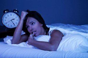 девушка не спит в ночное время