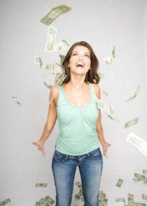 девушка окунулась в доллары