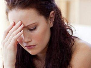 девушка находится в стрессовом состоянии