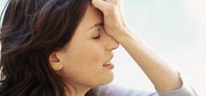 женщина терзает себя из-за совершенных ошибок