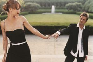 парень и девушка стоят рядом