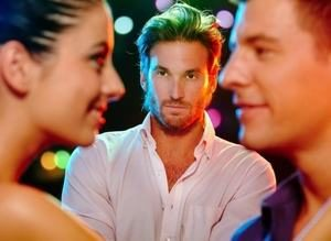 девушка и два молодых человека