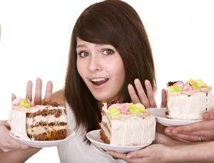 девушка отказывается пробовать торт