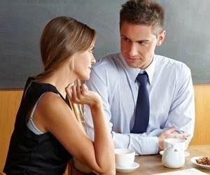 мужчина и девушка беседуют