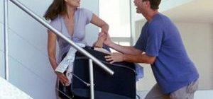 женщина с чемоданом и ее муж