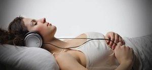 прослушивание релаксирующей музыки