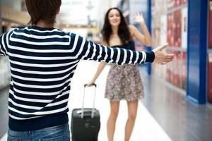 парень встречает девушку