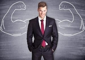 мужчина с нарисованными мускулами