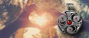 пальцы в виде сердца