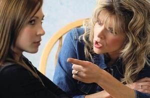 дочь с матерью ссорятся